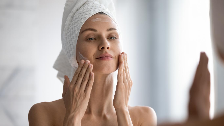 Cómo quitar las manchas rojas de acné: remedios caseros