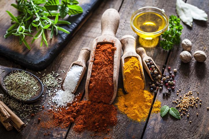 10 beneficios de cocinar con especias